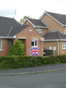 ballons and a flag on a bungalow
